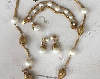 Vintage Hobe Jewels Necklace, Bracelet and Clip Earrings Set