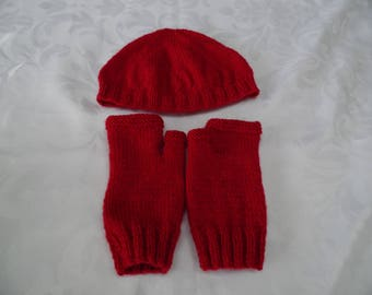 Round and his mittens hat size for teen or adult