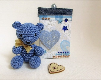 fathers day: little blue bear in crochet in its gift box