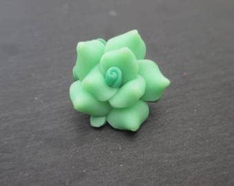 Flowers in green polymer clay with green heart 20 mm in packs of 4