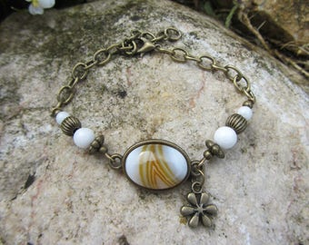 Chain bracelet and beads with marbled brown white agate stone oval cabochon, white jade, chain and bronze metal flower charm