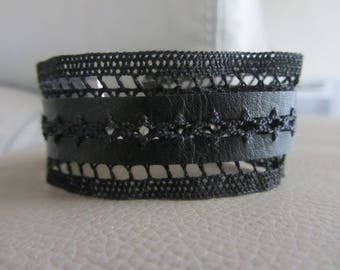 Bracelet rock, big lace Ribbon and black leather cuff