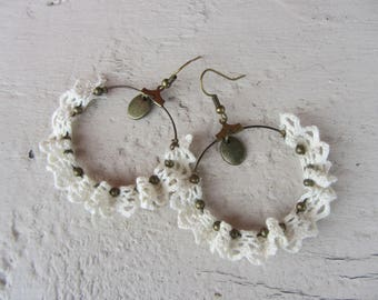 Dangle hoop earrings in bronze metal, lace, Ecru, retro, shabby chic