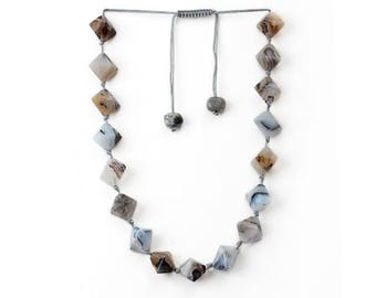 Necklace Agate gray diamond-shaped Bloodwood