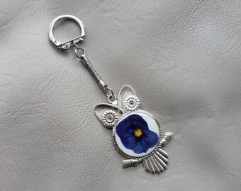 Keychain resin and dried flower Pansy blue OWL