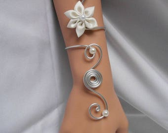 FEURA long bracelet with ivory satin flower