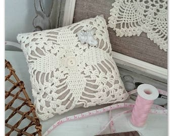 Pincushion in linen and crochet shabby style