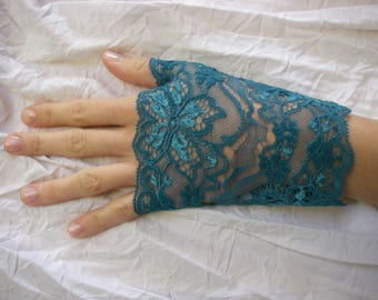 Teal lace fingerless gloves, short