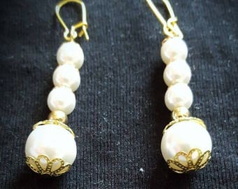 Earrings gold tone pendant synthetic pearls