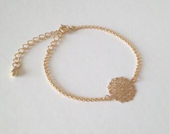 Bracelet fin doré avec estampe