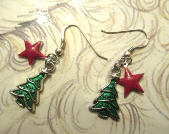 """Christmas tree"" earrings + epoxy metal star"