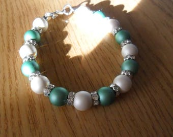 Opaque green and white bracelet