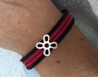 Pink and black zipper bracelet and its passing flower