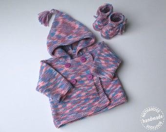 Paletot et chaussons multicolores 3 mois
