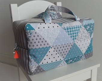 Valisette/vanity grand modèle pour femme ou enfant en coton patchwork bleu et gris. Trousse de toilette en tissu. Valise maternité.