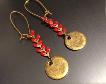 dormeuses dorées épi émaillé rouge et piecette antique