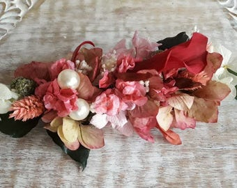 Preserved flowers brooch