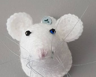 White mouse head trophy