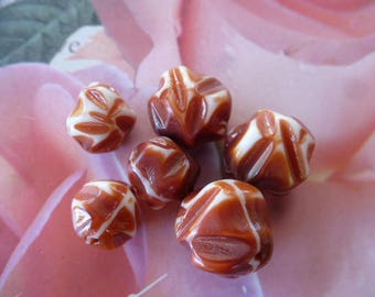 6 white glass beads and rust vintage 15 & 13 mm