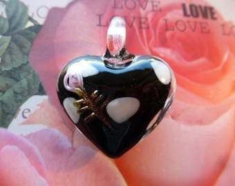 heart shaped lampwork glass black and white with embossed rose on top