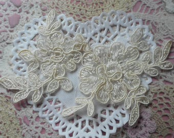 Lace applique ivory flowers finely embroidered polyester 12.50 cm width