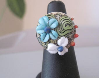 Adjustable ring made with beautiful handmade cabochon