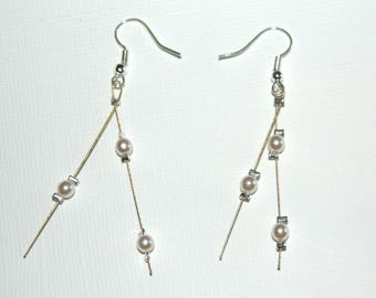Twisted wire and ivory pearls dangling earrings