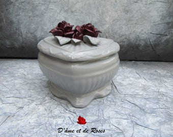 Box 5 gray heart and 4 plum roses