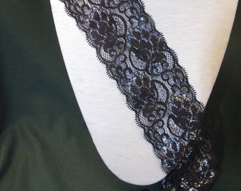 2 m of lace between two black
