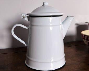 Cafetière verseuse en métal émaillé blanche / décoration vintage / coffee pot