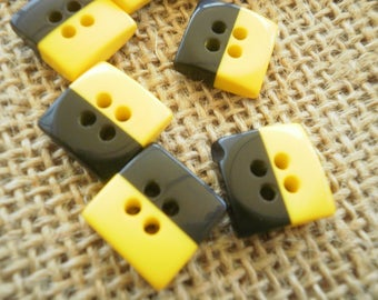 Lotde 2 buttons square four holes, yellow and black color, size 13 mm