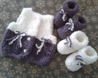 Vest and 2 pairs of baby girl booties