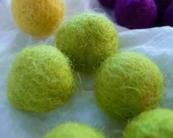 felted wool, green, Pearl 18 mm in diameter