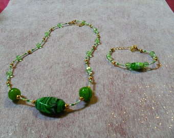 beautiful set, green class (necklace and bracelet)