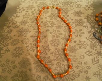 beautiful necklace unique and original yellow, orange and white