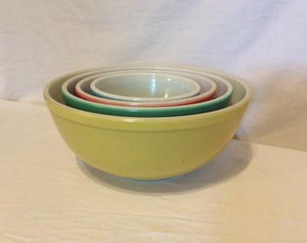 Pyrex Primary Colors Mixing Bowls - set of 4 - No Number set from 40's