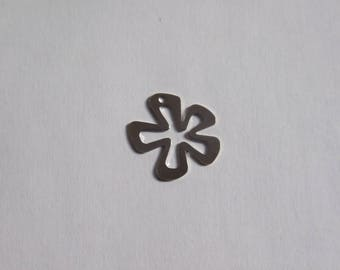 Silver 18x20mm hollow flower charm