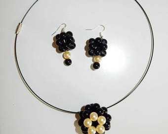 Set: necklace and earrings black and Pearly beaded balls
