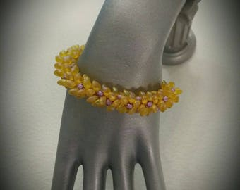 Yellow iridescent and purple magatama Beads Bracelet