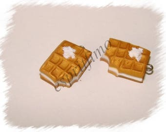 """Filled vanilla waffles"" charm in polymer clay"