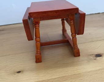 Dolls House dining table 3.5inch/2.5 inch (when closed)