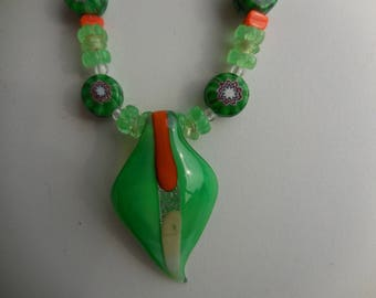long necklace mi with green leaf Lampwork