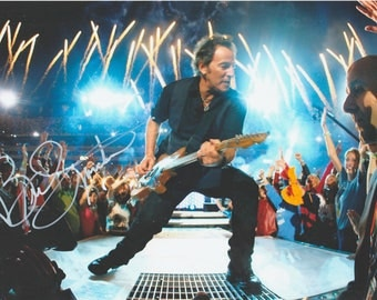 Signed Photo by Bruce Springsteen ( 28 x 20 cm ) C.O.A.