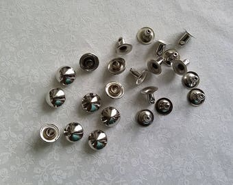 Silver silver 8 by 10 mm pyramid rivets