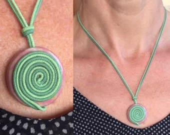 """Spin atomize"" necklace"