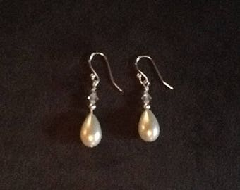 Tear drop pearl earrings