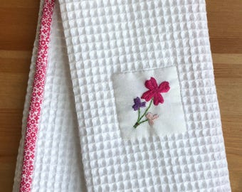 Handmade hand towel with a bouquet of clovers motif hand-embroidered by Apples N' Thyme