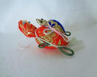 "1197 :""Turtles"" Art craft figurine,handmade in Japan from natural  Shells and Kimono fabric"