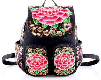 Mochila Bordada com Flores/ Flower Backpack