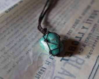 Aquamarine stone pendant with macrame. Properties in the description.
